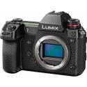 Panasonic Lumix DC-S1 + 24-105mm f/4.0